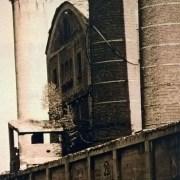 Fragment ściany hali klinkru